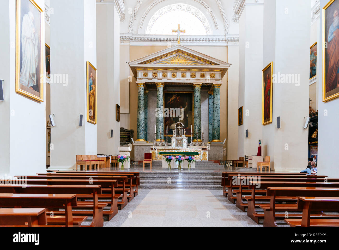 Altar and Altarpiece, Cathedral Basilica of St Stanislaus and St Ladislaus of Vilnius is the main Roman Catholic Cathedral of Lithuania.Vilnius, Vilni - Stock Image
