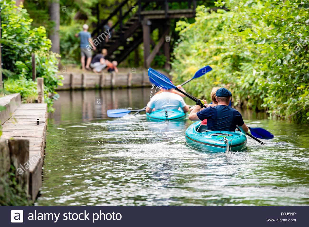 Touristen paddeln im Spreewald - Stock Image
