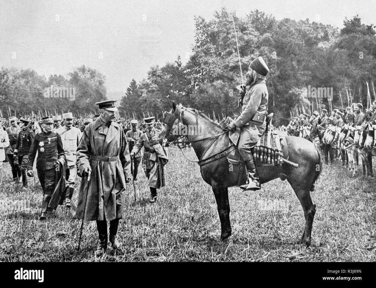 Field Marshal Lord Kitchener inspecting African troops, 1915 - Stock Image
