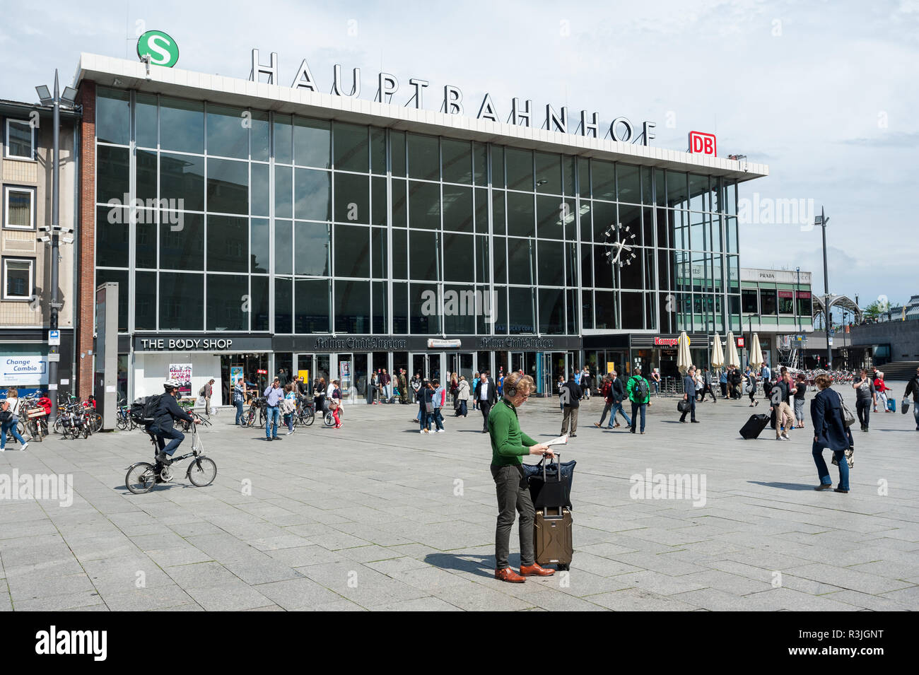 09.06.2017, Cologne, Northrhine-Westphalia, Germany, Europe - People are seen in front of the west entrance of the Cologne main railway station. Stock Photo