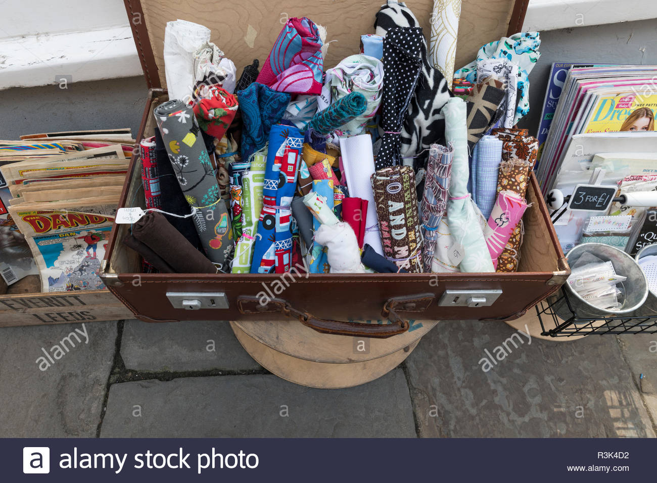 Secondhand items outside shop, Frome, Somerset, England UK. - Stock Image
