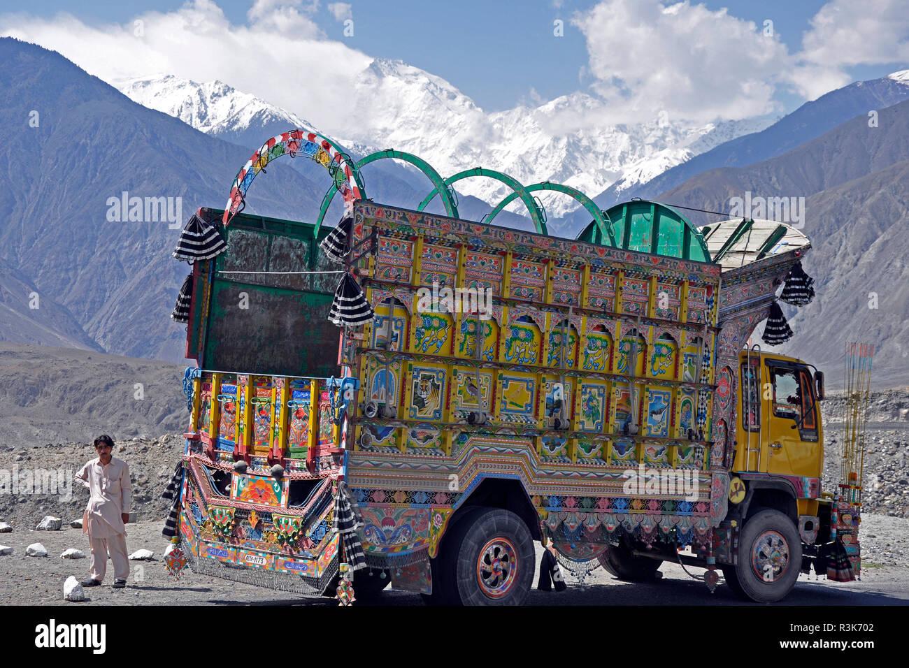 Pakistan, Karakorum highway, trucks - Stock Image