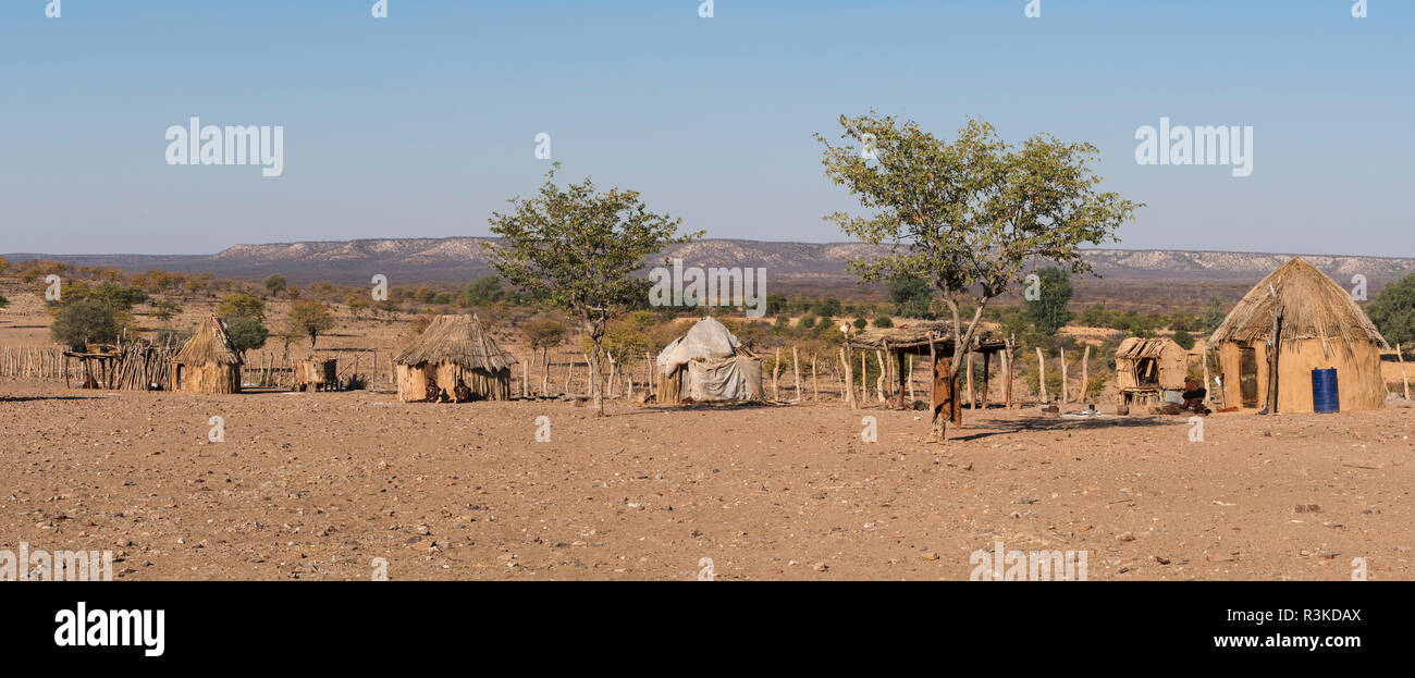 Thatched huts of a Himba village on a plateau near Opuwo, Namibia. - Stock Image