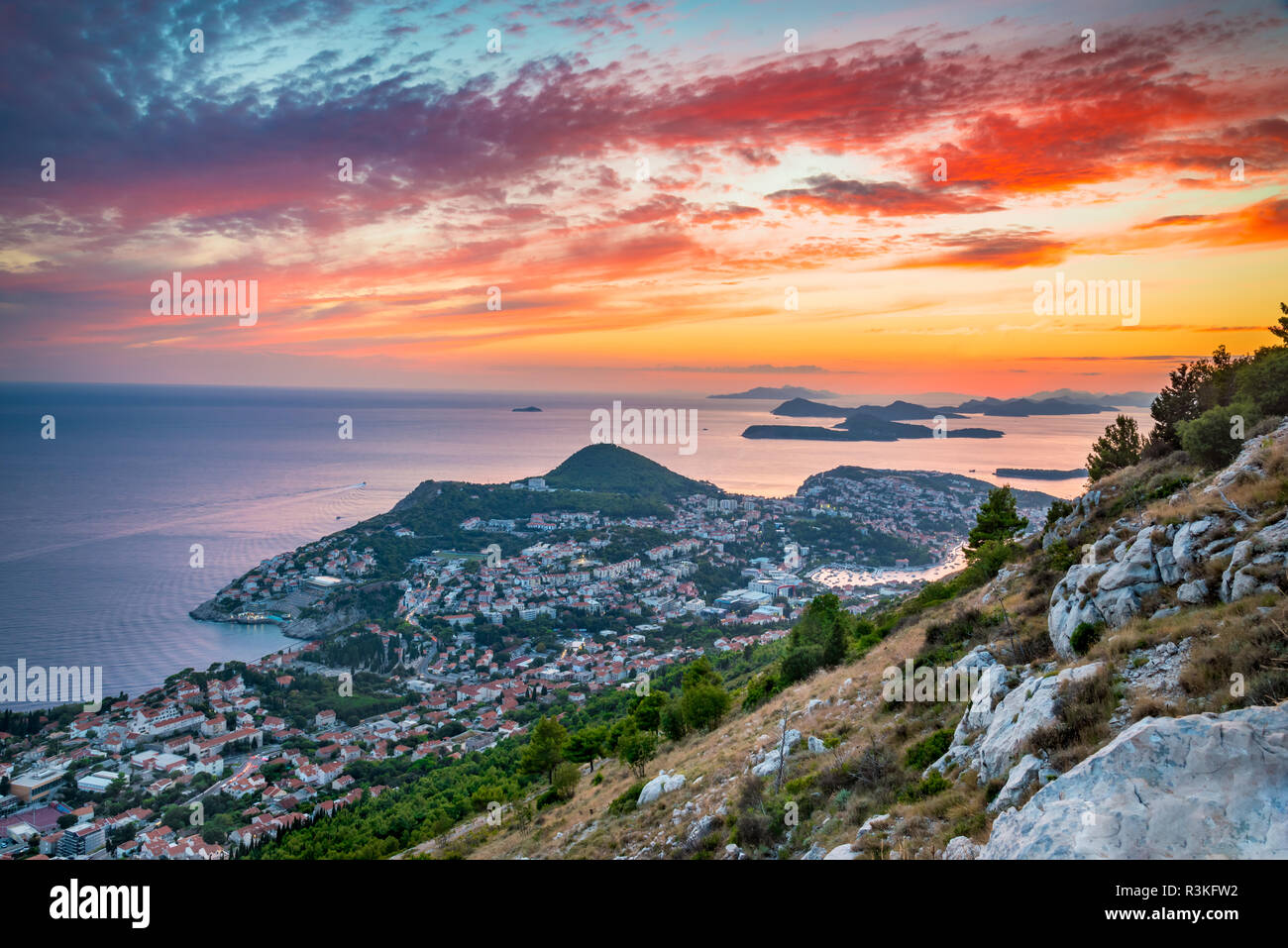 Dubrovnik, Croatia. Spectacular twilight picturesque view on the old town, medieval Ragusa on Dalmatian Coast. - Stock Image