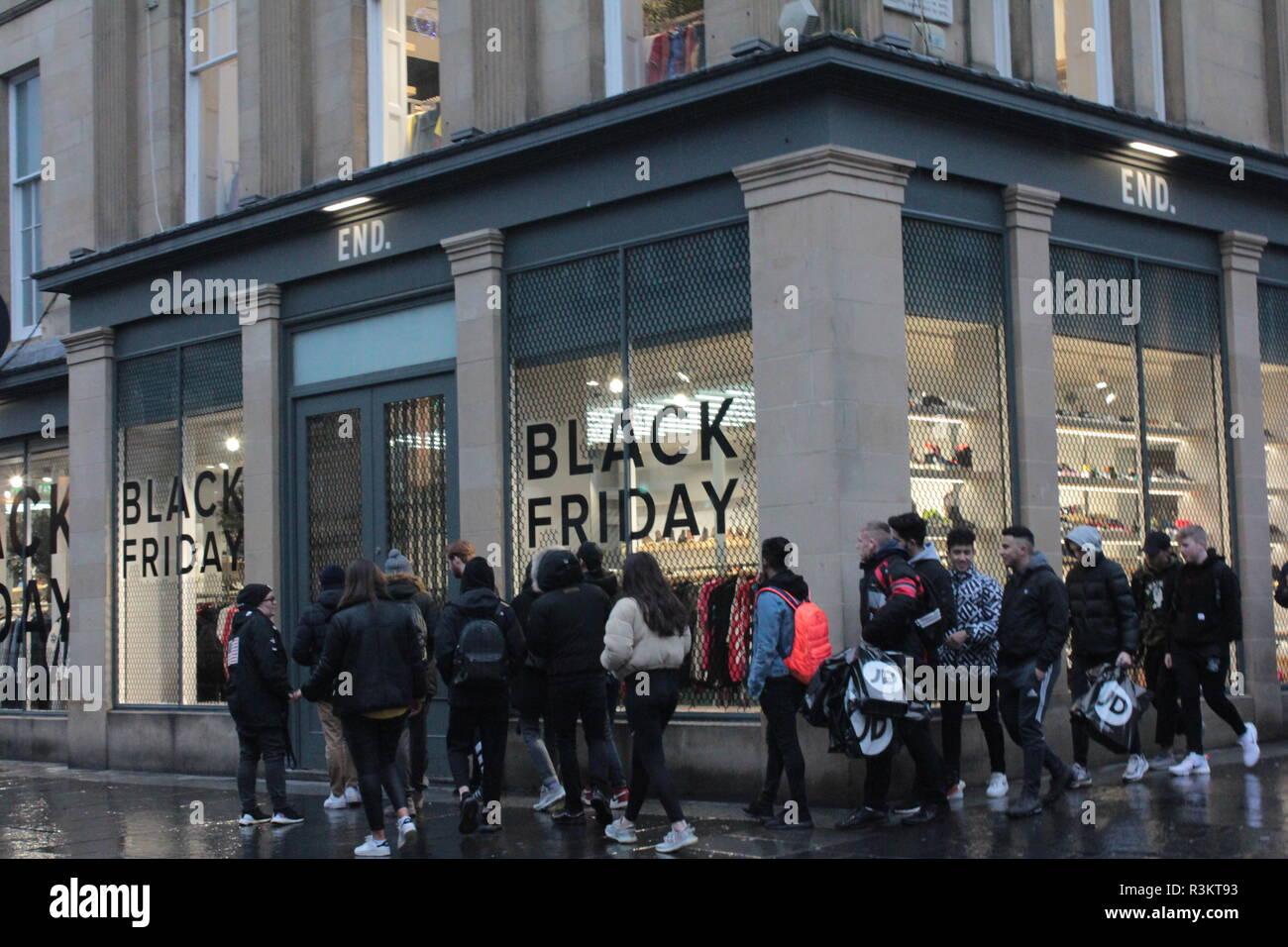 newcastle uk 23rd nov 2018 black friday shoppers queuing