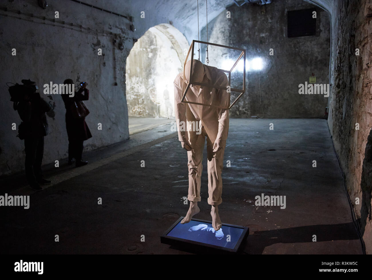 Unna, Germany. 23rd Nov, 2018. The work 'Reflection Exercices' by the artist Bernardí Roig can be seen at the Zentrum für Lichtkunst during a press tour. Starting Saturday, the museum will be showing numerous works by the Spanish multimedia artist. Characteristic of the contemporary artist's work are his white, life-size sculptures made of polyester resin, which he combines with fluorescent tubes. Five of these works form the focus of the show, which runs until 14 March 2019. Credit: Bernd Thissen/dpa/Alamy Live News - Stock Image