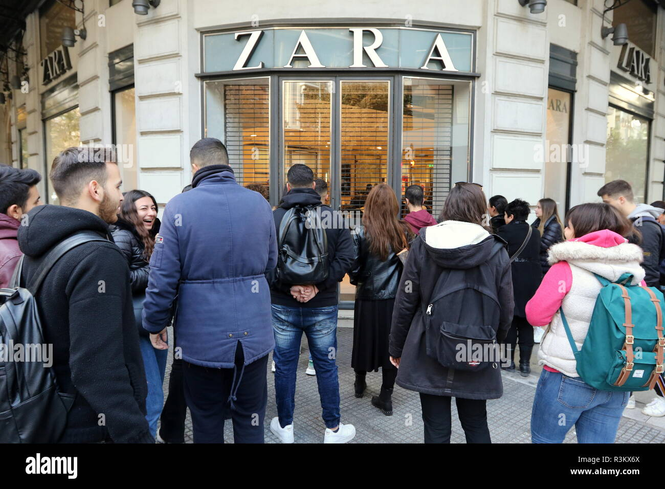 390e2913 Thessaloniki, Greece, November 23rd, 2018. Shoppers queue up in front of  Zara store in Thessaloniki's Tsimisky street on Black Friday.