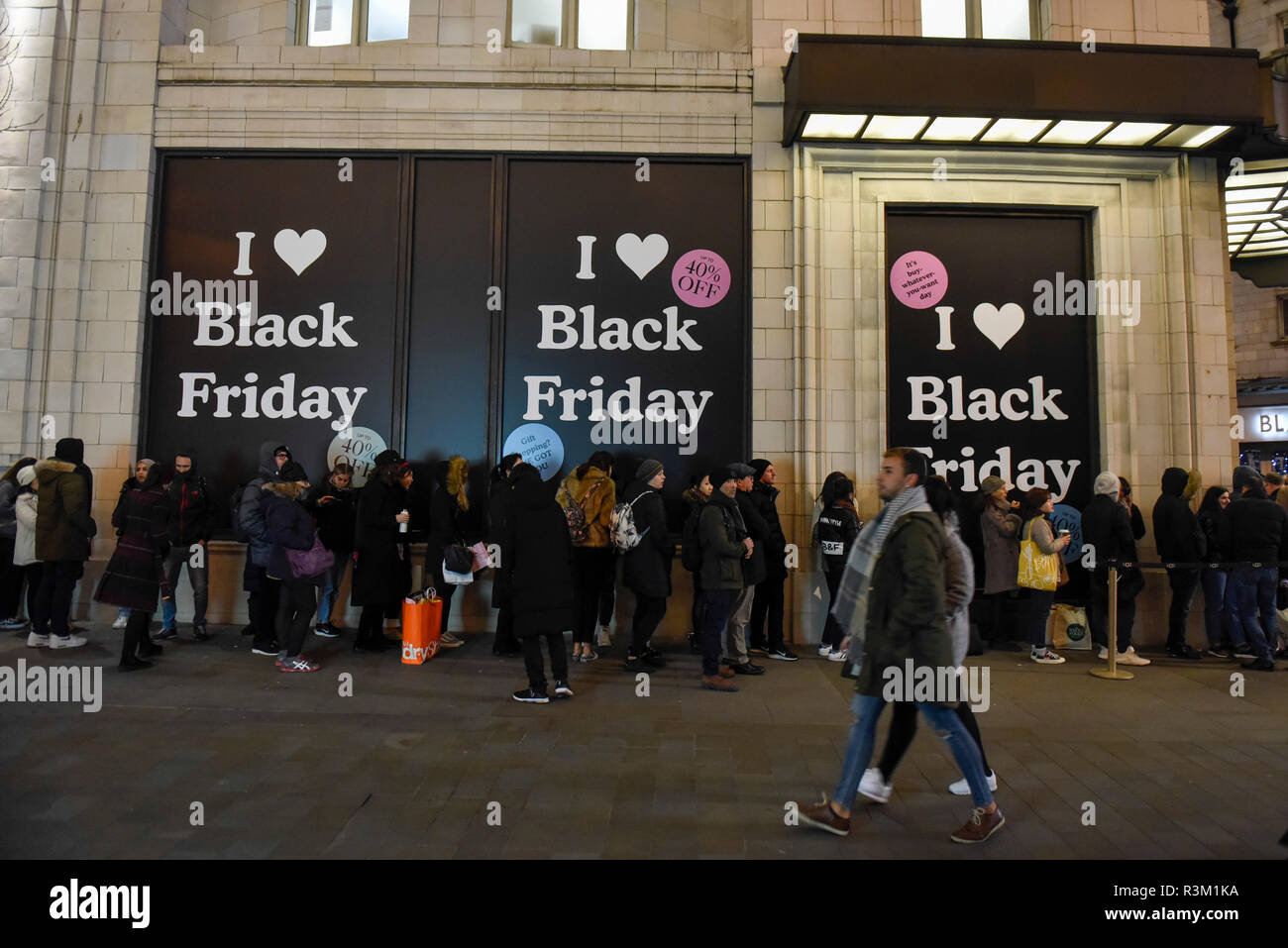 Black Friday Uk Queue High Resolution Stock Photography And Images Alamy