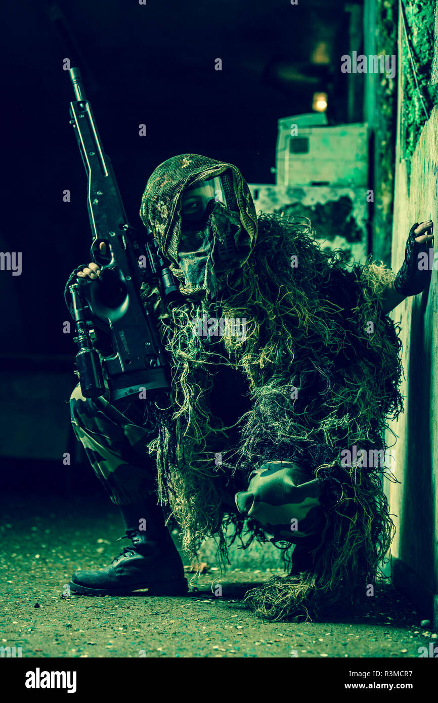 Sniper woman paintball - Stock Image