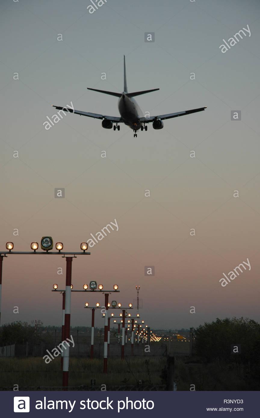 Flugzeug im Landeanflug Berlin Tegel - Stock Image