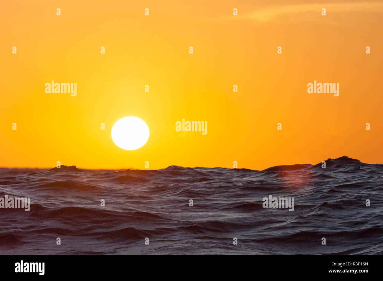 The sun is setting somewhere out in the middle of the Atlantic Ocean - Stock Image