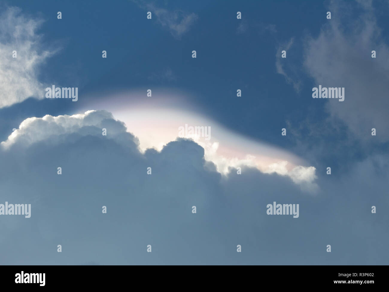 Rare prismatic cloud shelf anomaly - Stock Image