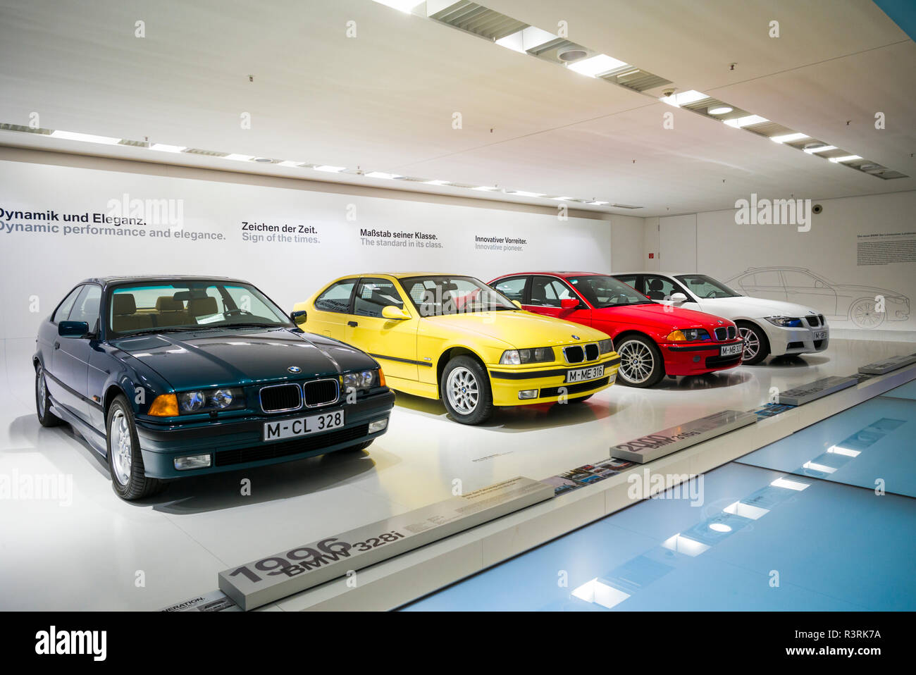 Museo Bmw.Germany Bavaria Munich Bmw Museum Bmw 3 Series Cars Editorial