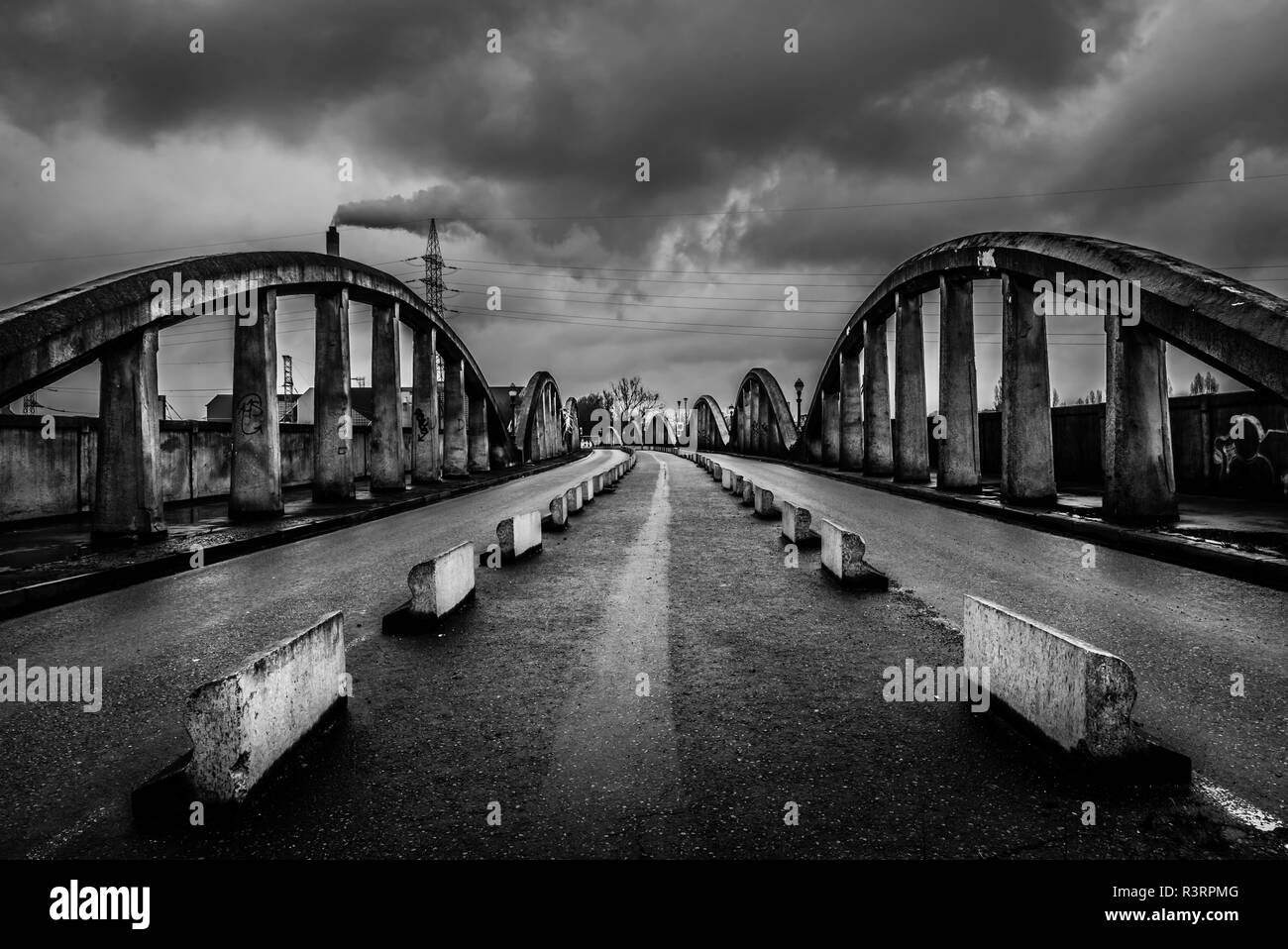 Abandonned concrete bridge over Brussels and Schaerbeek called Leeuwoprit / Rampe du Lion - Stock Image