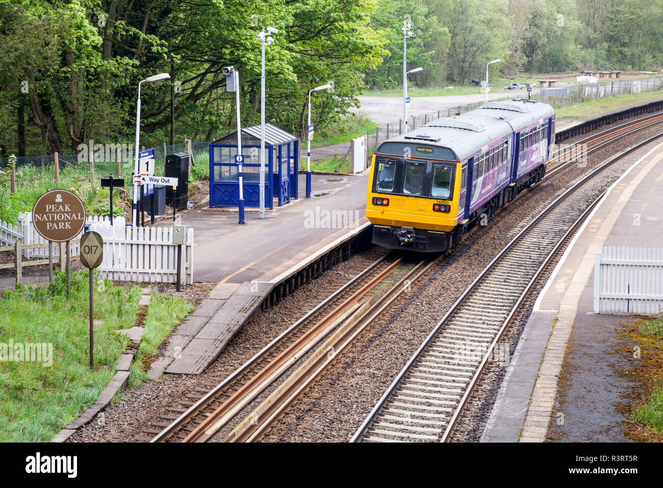 Public transport in the countryside. Northern Rail train waiting at the platform, Grindleford Railway Station, Derbyshire, Peak District, England, UK - Stock Image