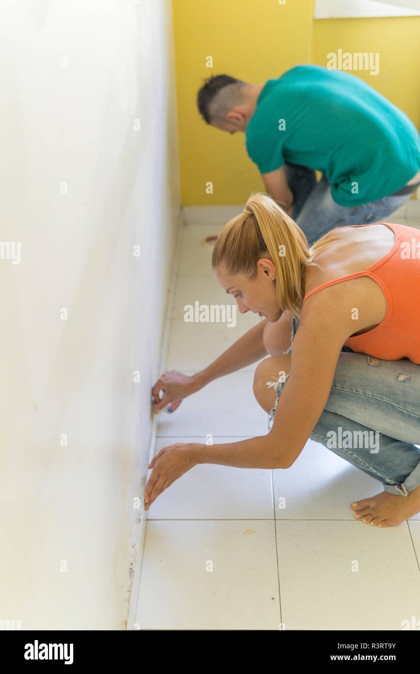 Couple preparing room at new home for renovation - Stock Image