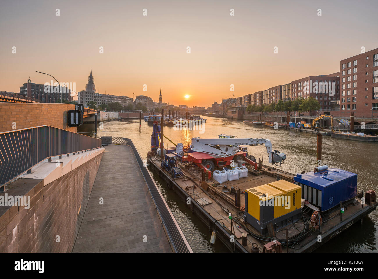 Germany, Hamburg, Inland harbour in the morning - Stock Image