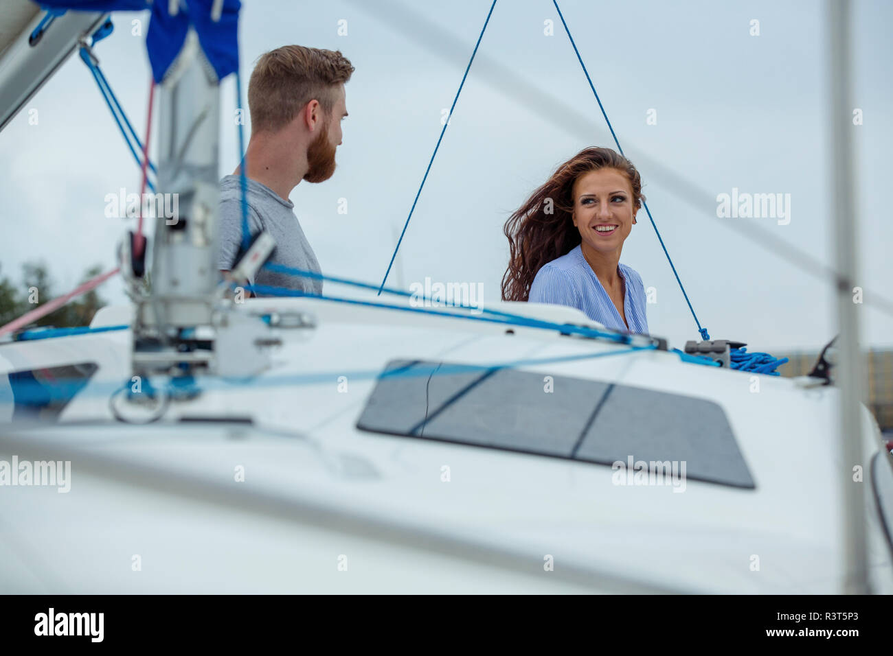 Happy couple on a sailing boat - Stock Image