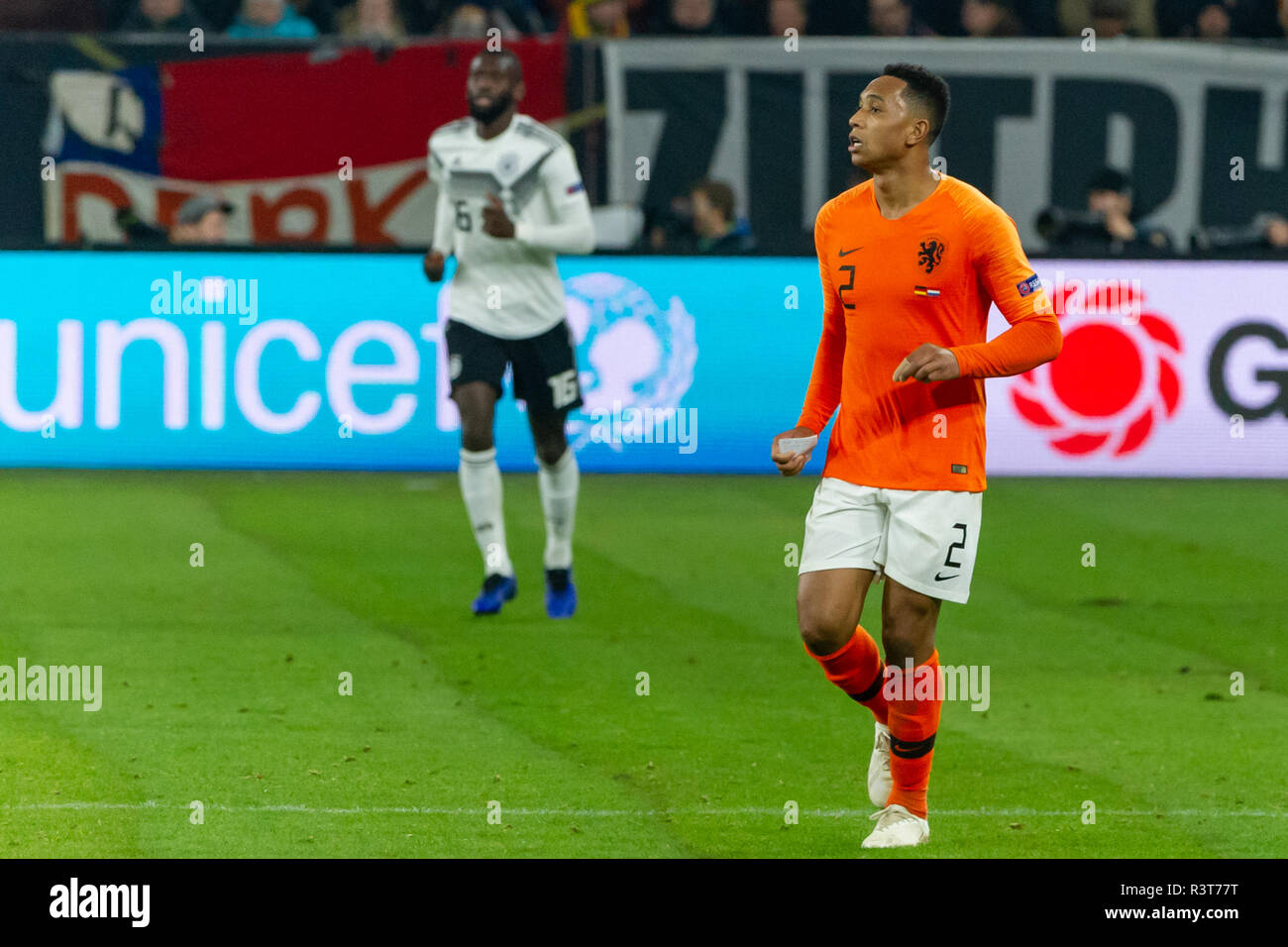 Gelsenkirchen, Germany 18 November 2018 UEFA Nations League Germany - The Netherlands    Kenny Tete (Netherlands) with a note of the coach - Stock Image