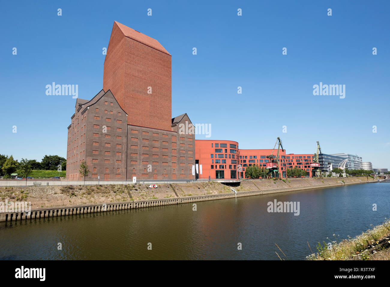 Germany, Duisburg, view to Landesarchiv with office buildings - Stock Image