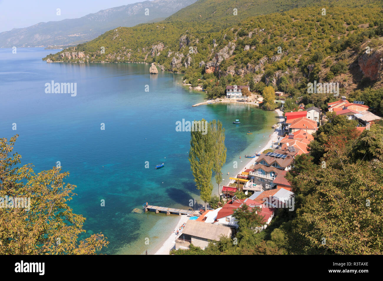 Macedonia, Ohrid and Lake Ohrid, coastline, beach areas, rocky cliffs. Ohrid is both a UNESCO World Heritage Cultural and Natural site. - Stock Image