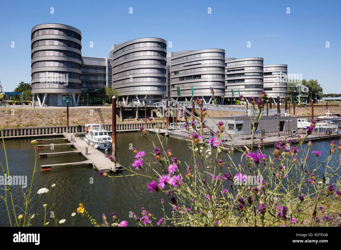 Germany, Duisburg, view to office buildings 'Five Boats' at inner harbour - Stock Image