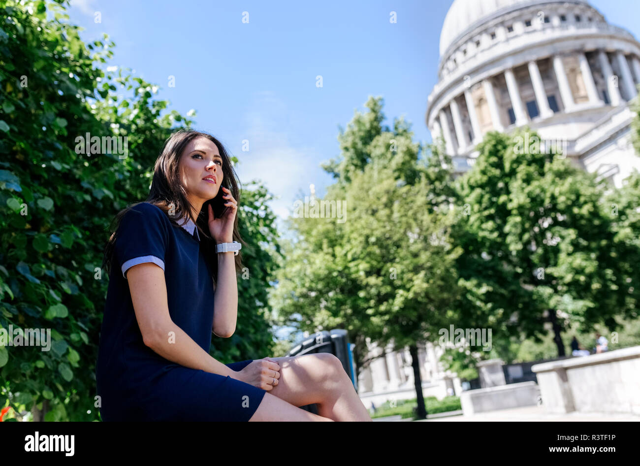 UK, London, young woman talking on the phone near St. Paul's Cathedral - Stock Image