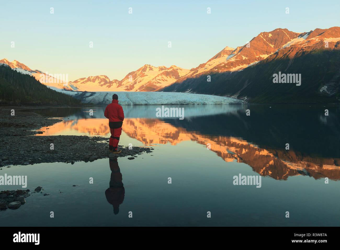 Ecotourist, Sunrise, Harriman Fiord, Chugach Mountains, Chugach National Forest, Prince William Sound, Alaska - Stock Image