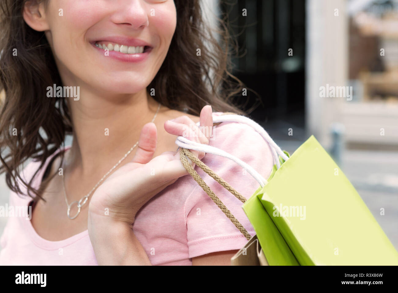 Young attractive happy woman shopping in the city - Stock Image