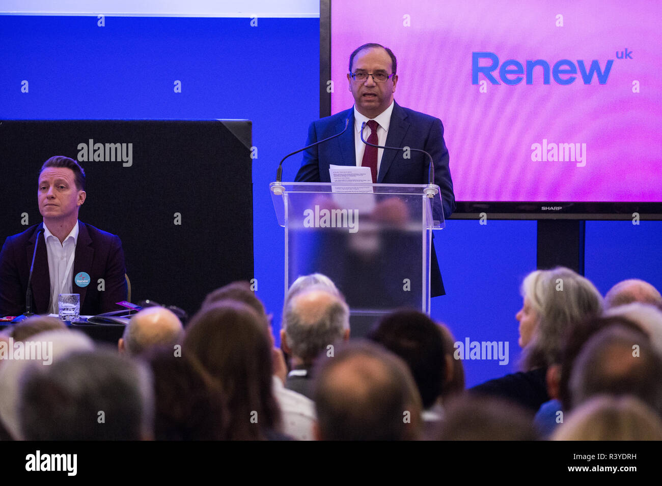 London, UK. 24th November, 2018. Alan Victor, candidate for Renew UK, a new centrist political party launched in February 2018, addresses its inaugural National Assembly at Westminster Central Hall. Renew UK, led by Leaders Annabel Mullin and James Torrance and Deputy Leader James Clarke, has signed up 100 candidates ready to stand in future UK elections based on a wide-ranging programme of reform. Credit: Mark Kerrison/Alamy Live News - Stock Image