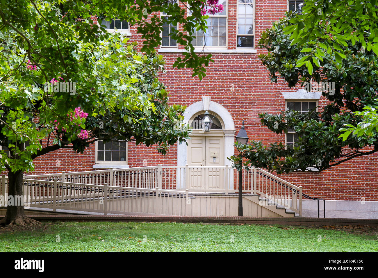Handicap-accessible entrance to Carpenters' Hall, Independence National Historical Park, Philadelphia, Pennsylvania, Usa. - Stock Image