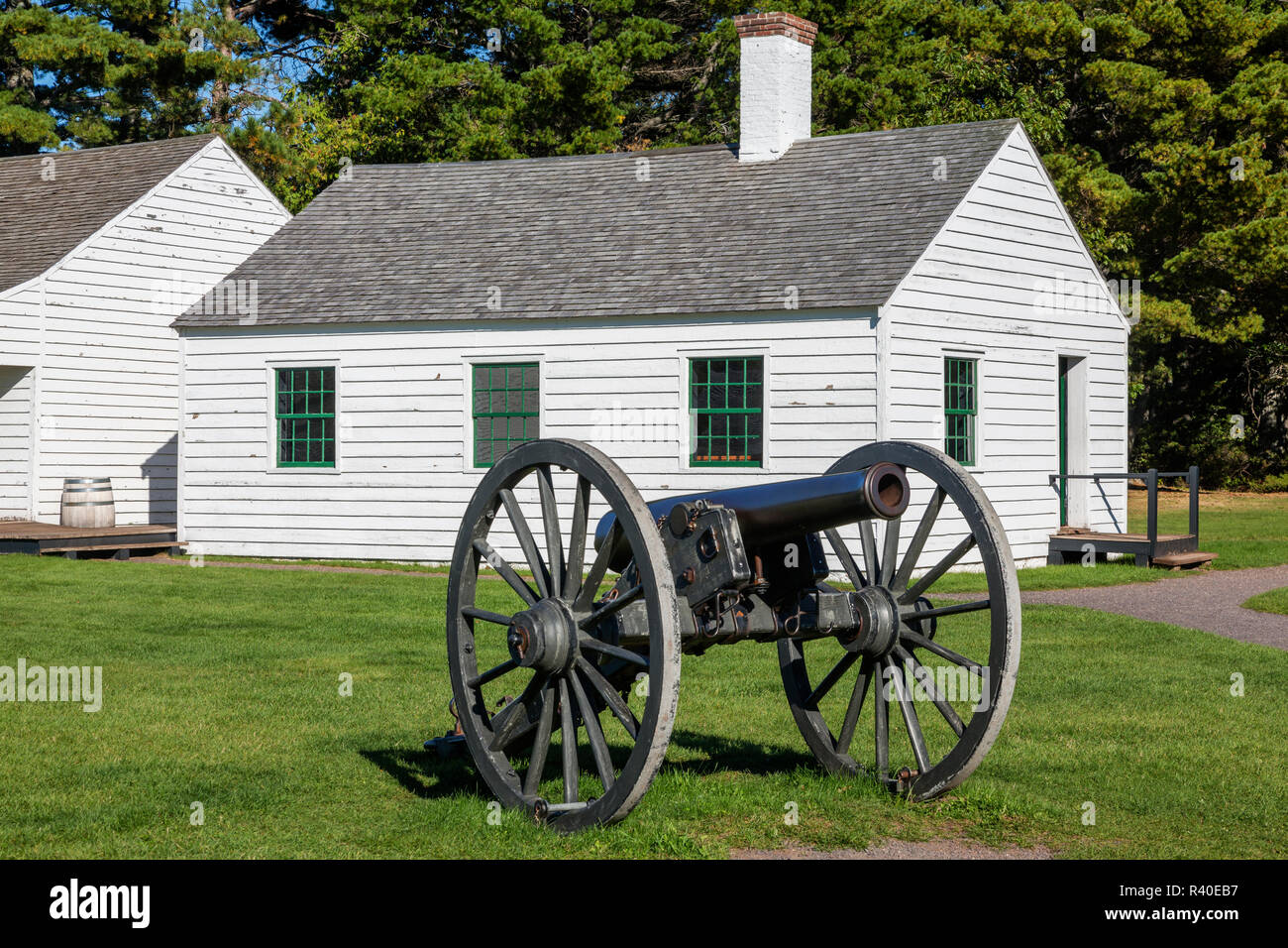 Michigan, Keweenaw Peninsula. Fort Wilkins Historic State Park, Mess Hall and Canon - Stock Image