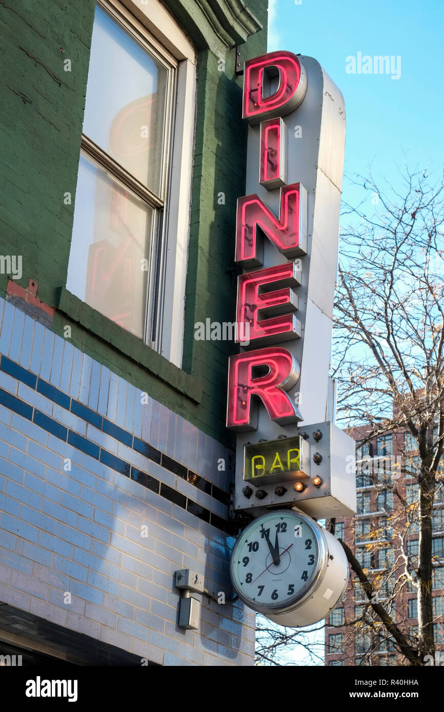 Neon Diner sign, New York City, NY, USA Stock Photo: 226207222 - Alamy
