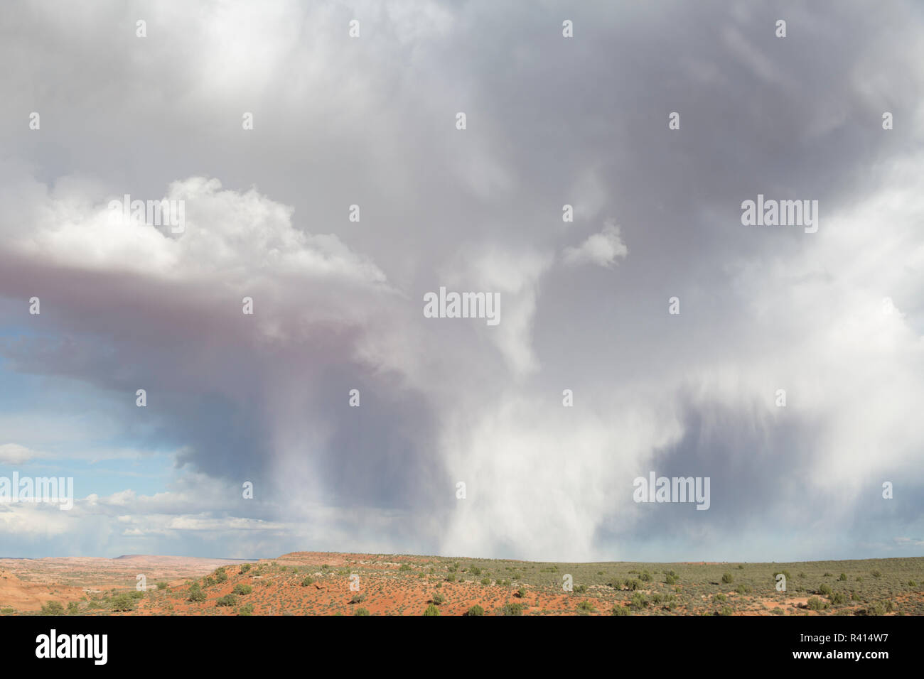 USA, Utah, Grand Staircase-Escalante National Monument. Cloud shapes over desert. - Stock Image