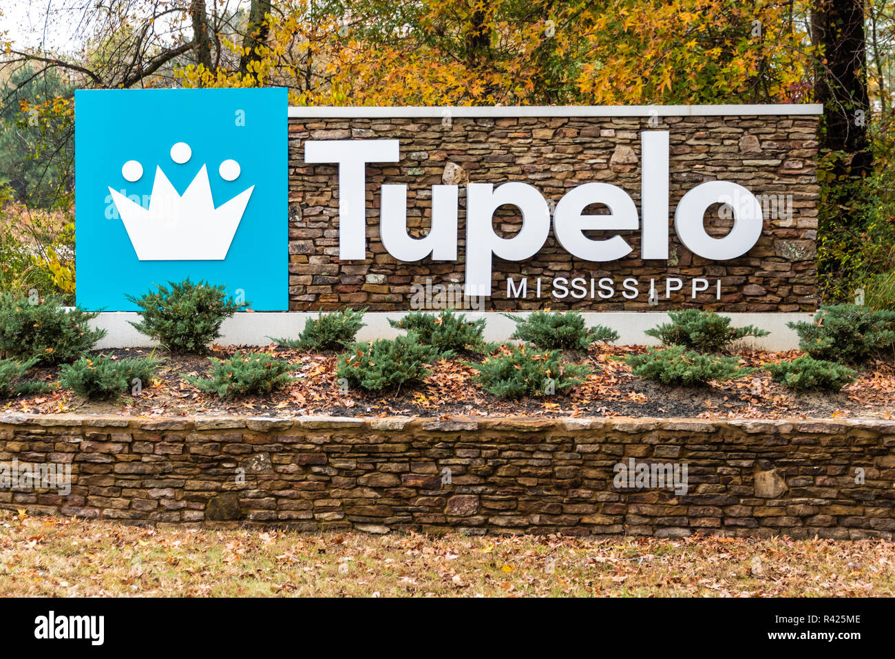 City welcome sign in Tupelo, Mississippi. (USA) - Stock Image