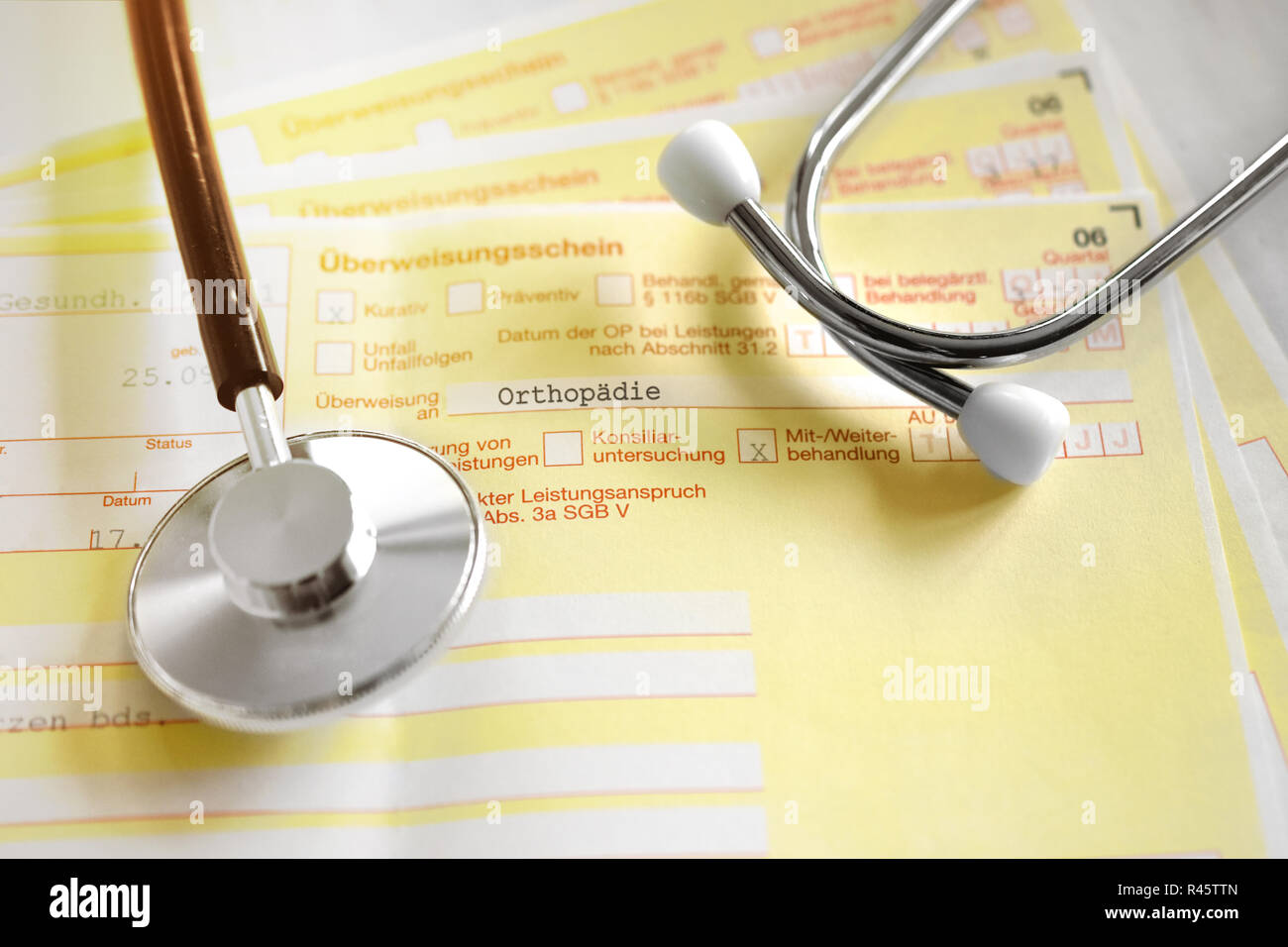Letter of transfer to the orthopedist from the family doctor - Stock Image