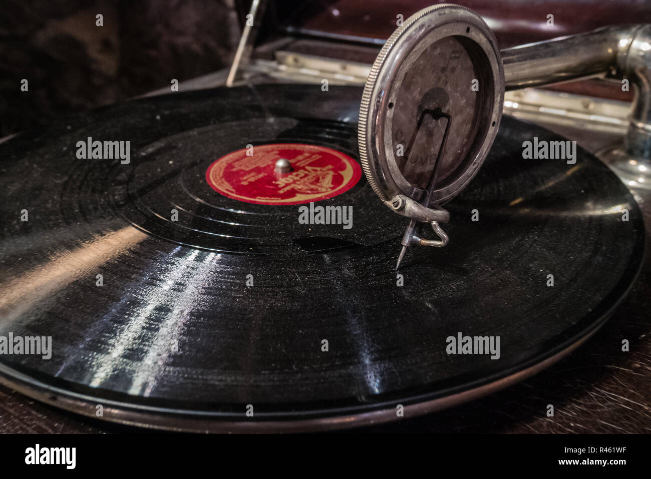 vintage vinyl record player from 1920s Stock Photo: 226326619 - Alamy