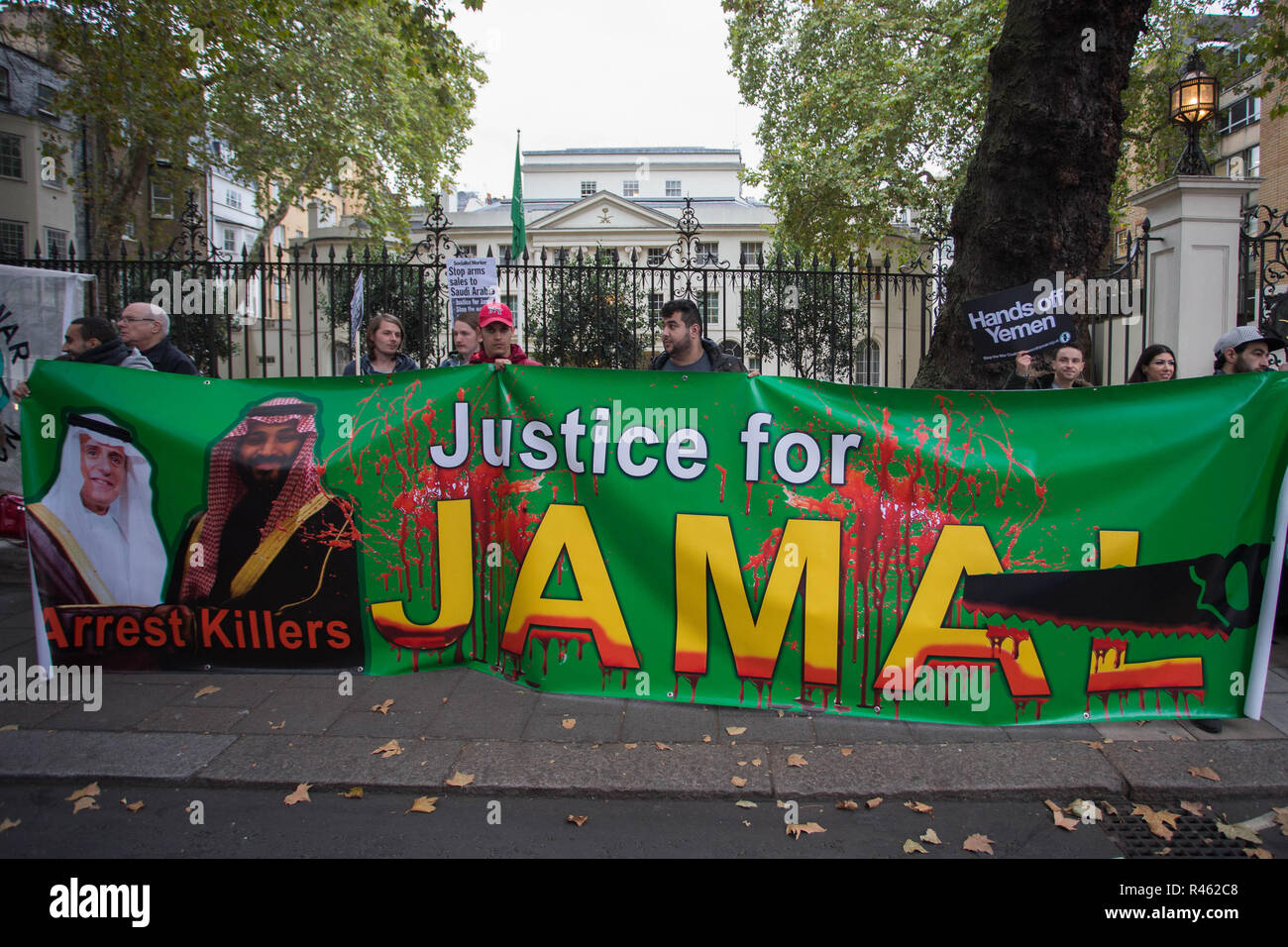 Protestors at the Saudi Arabia Embassy in London call for justice for murdered journalist Jamal Khashoggi and to end UK arms sales to Saudi Arabia  Featuring: Atmosphere, View Where: London, United Kingdom When: 25 Oct 2018 Credit: Wheatley/WENN - Stock Image