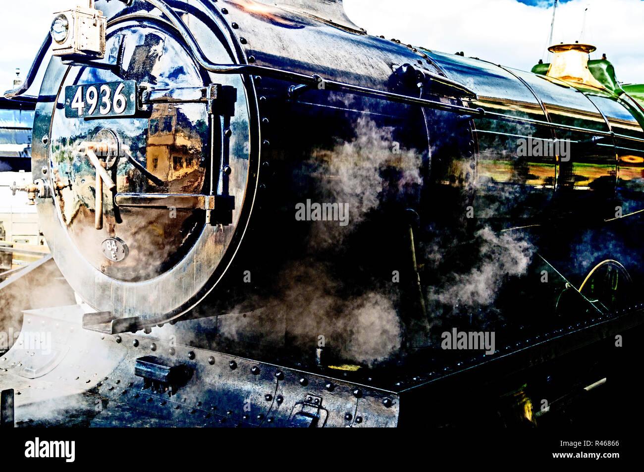 Alte englische Lokomotive - GWR 4900 Class No. 4936 'Kinlet Hall'; Steam locomotive in Kingswear - Dartmouth steam railway - Stock Image