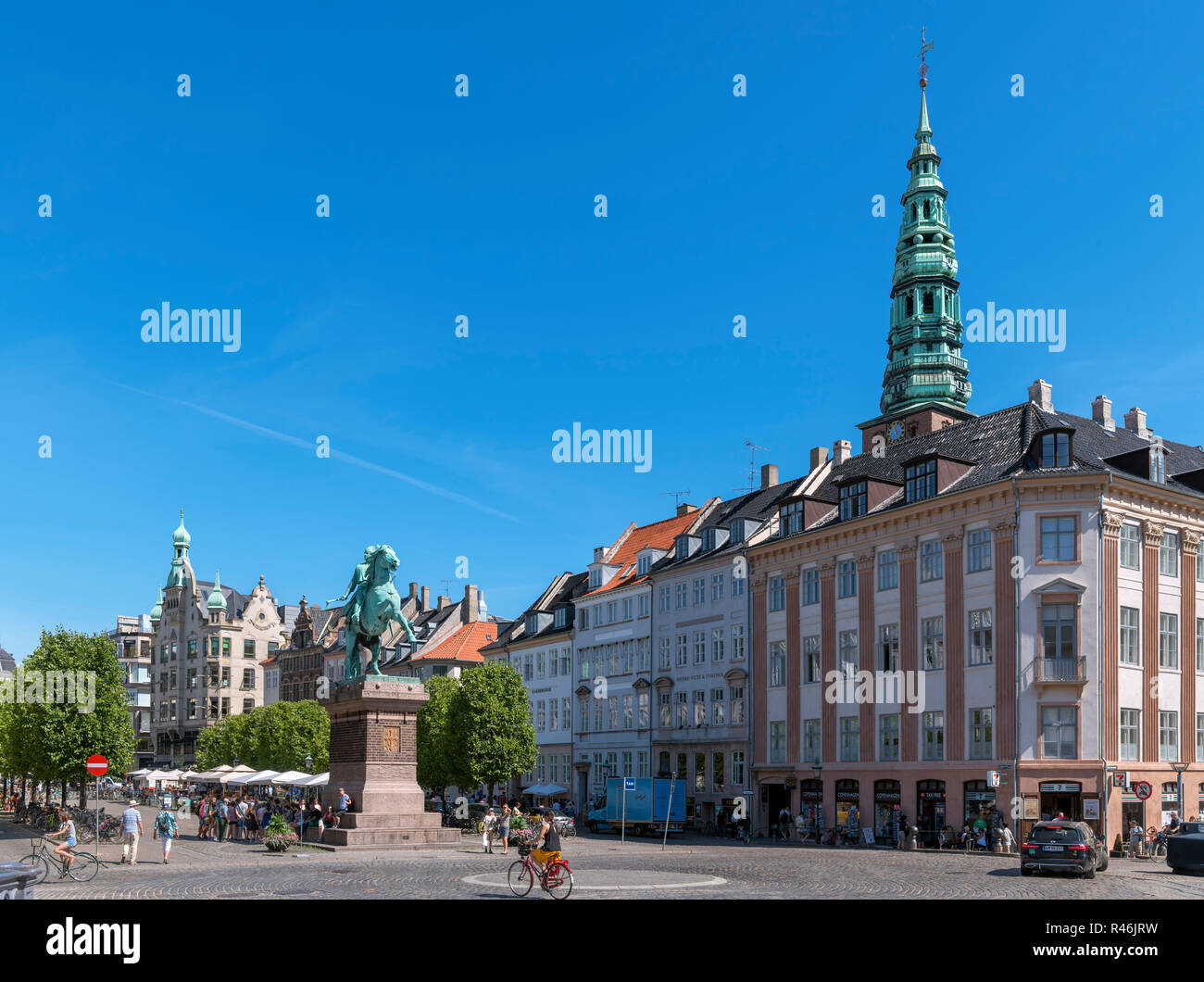 Statue of Archbishop Absalon and the spire of the former St Nicholas Church, Højbro Square, Copenhagen, Zealand, Denmark - Stock Image