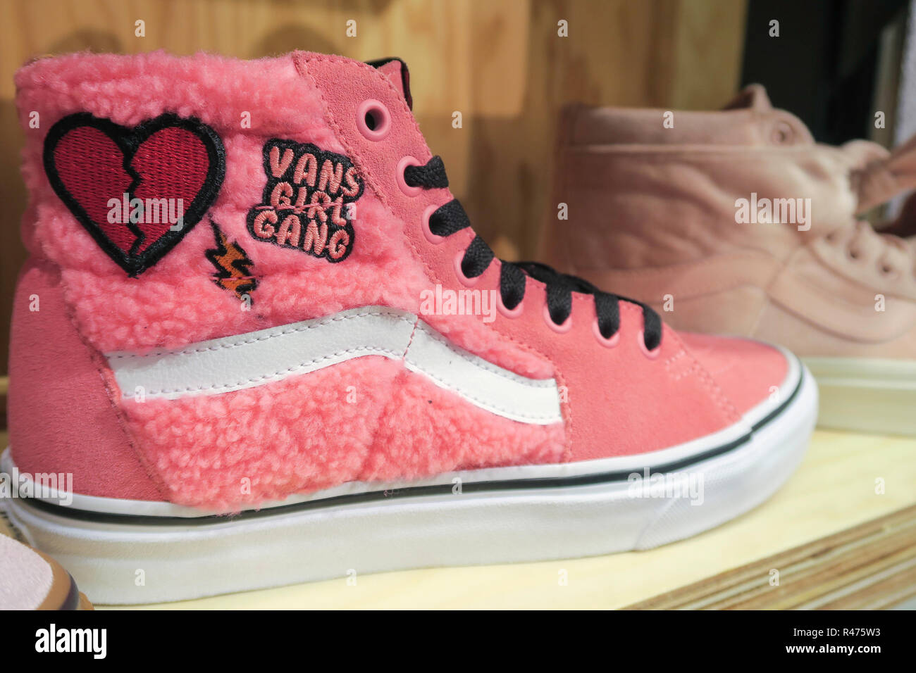 3962128122 Vans Store Stock Photos   Vans Store Stock Images - Alamy