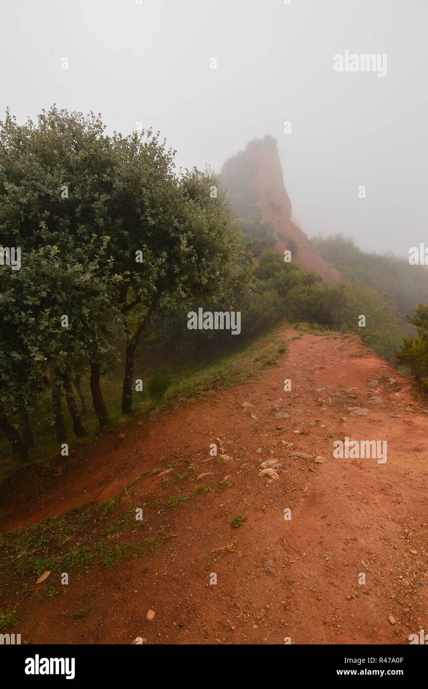 Way To The Mountains Of The Medulas Ancient Roman Gold Mine In A Day With A Lot Of Fog In The Medulas. Nature, Travel, Landscapes, History. November 3 - Stock Image