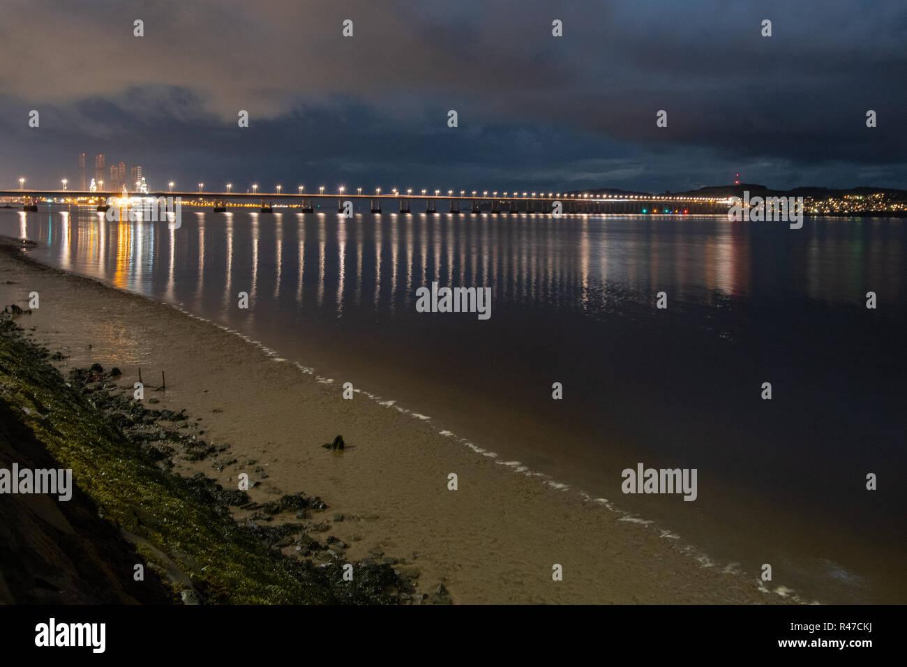 Tay Road Bridge, Dundee, at night - Stock Image