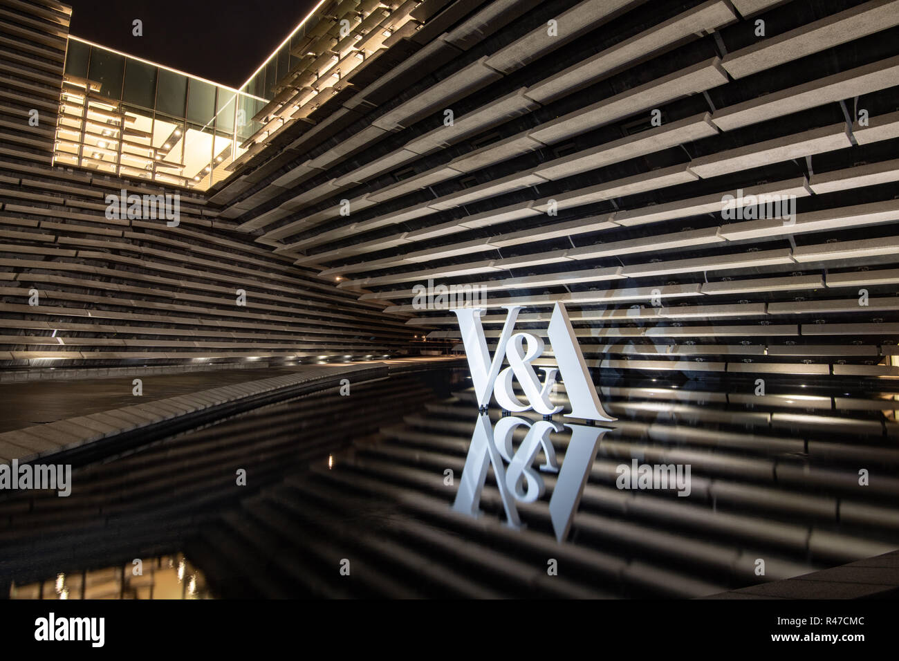 V&A Dundee at night - Stock Image