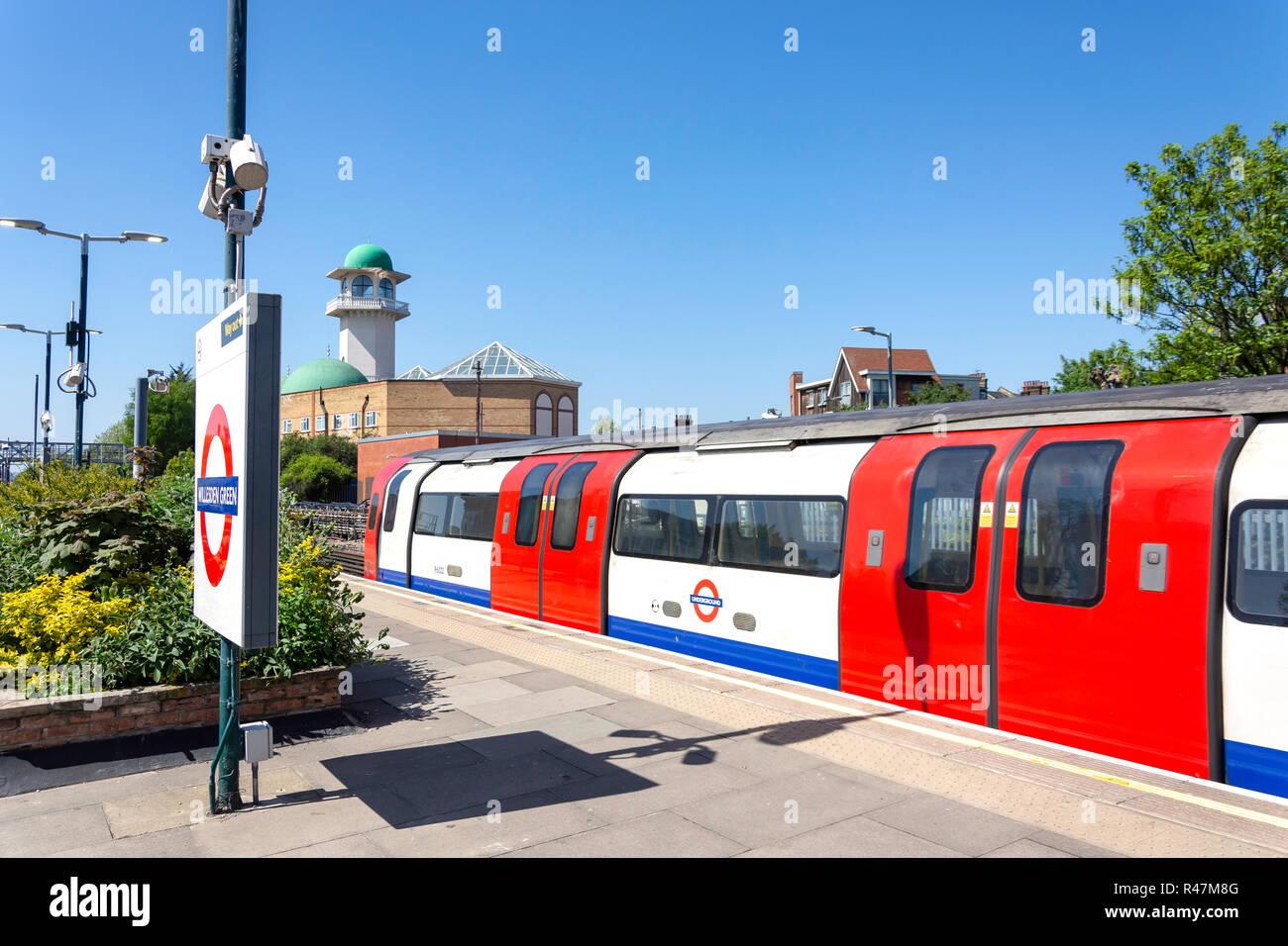 Platform at Willesden Green Underground Station, Willesden, London Borough of Brent, Greater London, England, United Kingdom - Stock Image