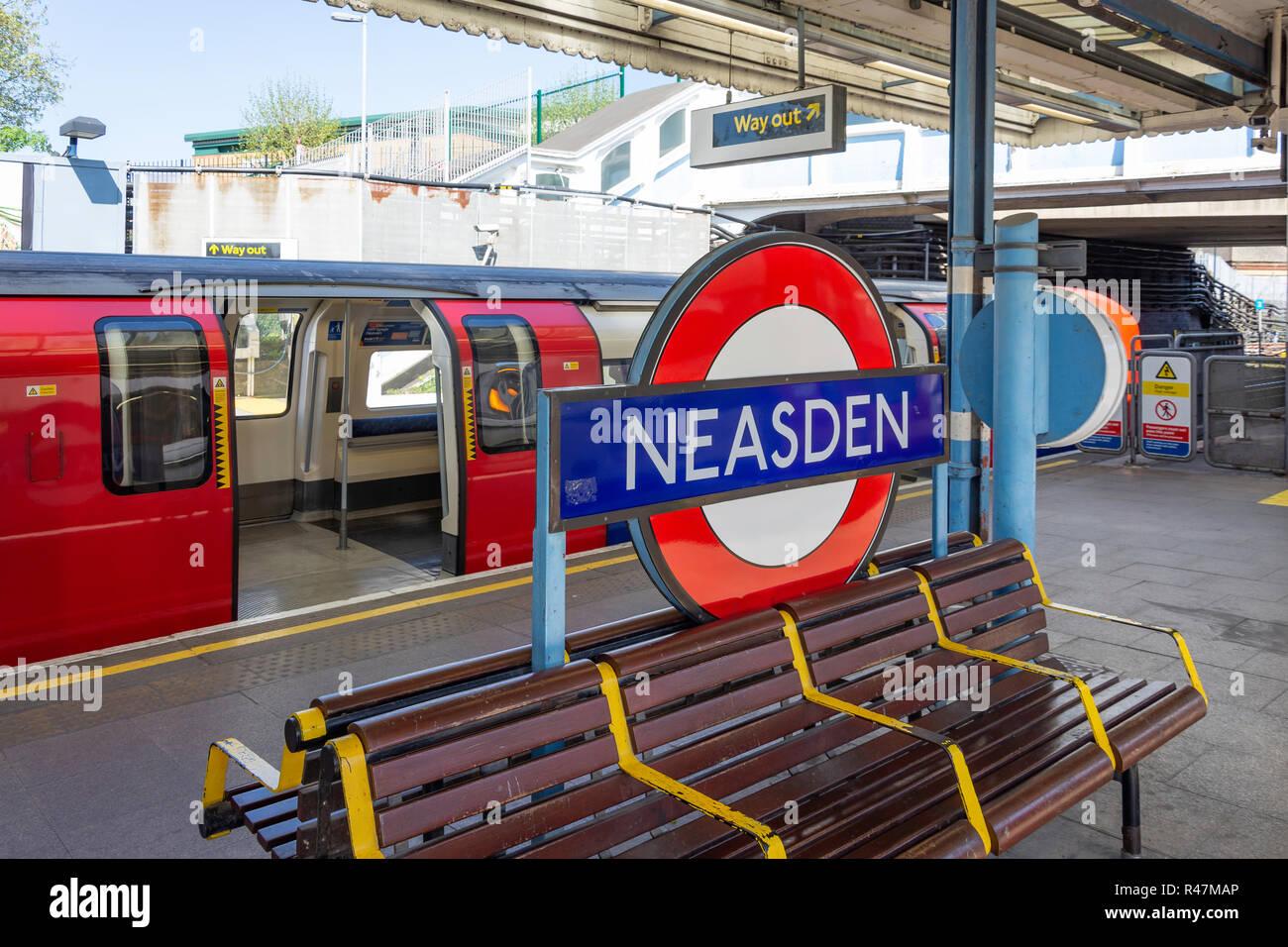 Platform at Neasden Underground Station, Neasden, London Borough of Brent, Greater London, England, United Kingdom - Stock Image
