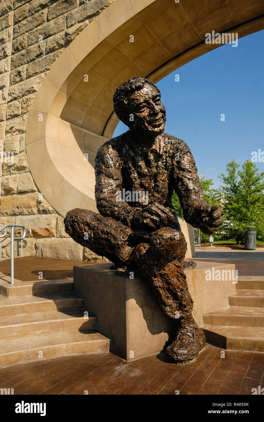 Fred Rogers Statue High Resolution Stock Photography And Images Alamy