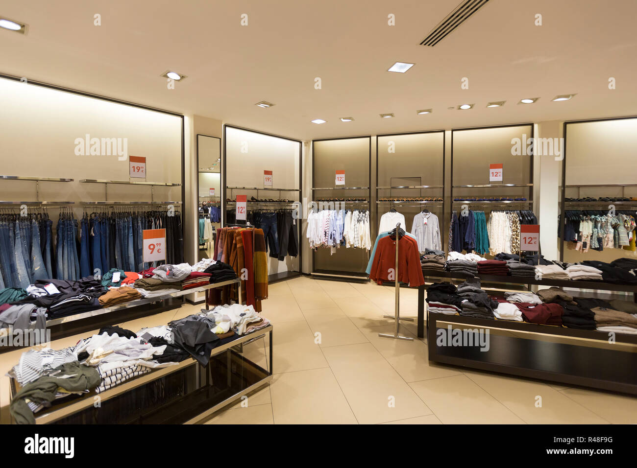 761dcaf8113 interior of women's clothes shop Stock Photo: 226381052 - Alamy