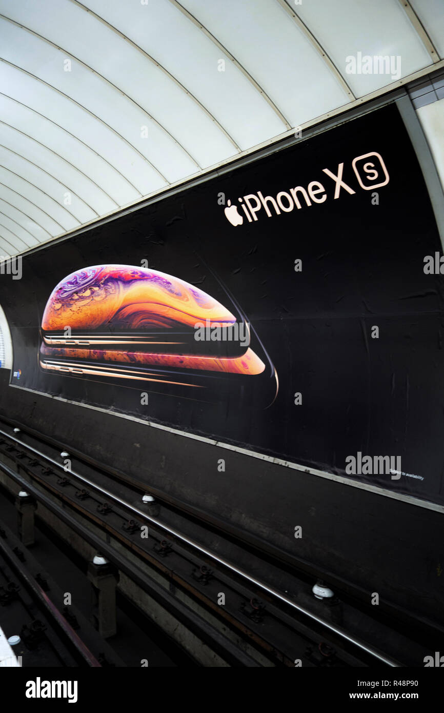 Apple iPhone XS Ad poster, Apple Advertising poster in the London Underground track - Stock Image