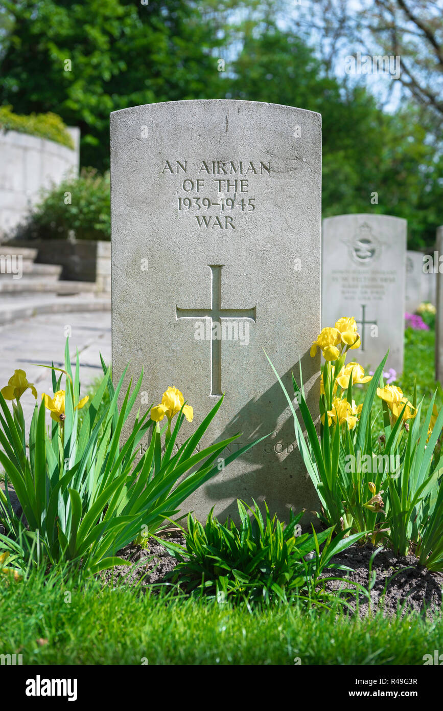 British Commonwealth war grave, view of a well tended headstone of an unknown Allied airman who died in WW2, Poznan (Posen) Garrison Cemetery, Poland. Stock Photo